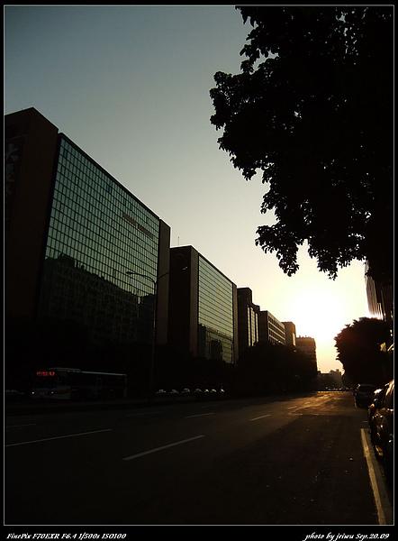 夕陽與城市2