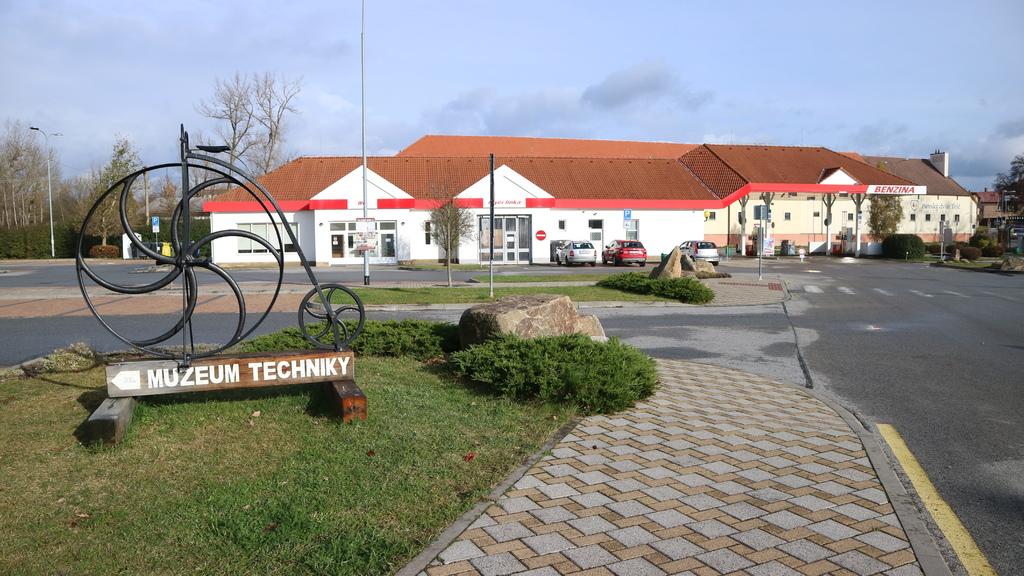 20171120 (6) 泰爾奇(Telč)小鎮外的停車場.JPG