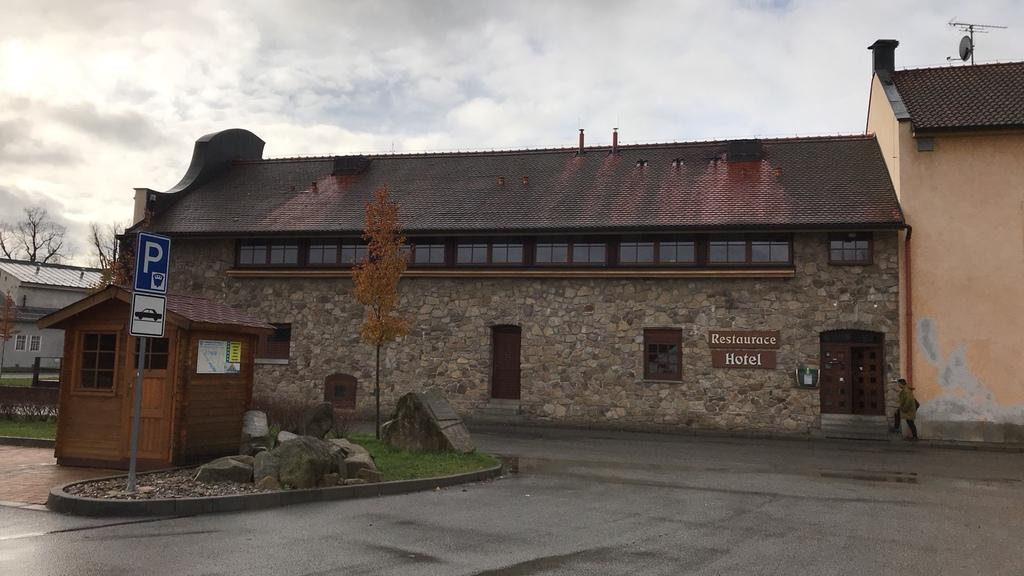 20171120 (8) 泰爾奇(Telč)小鎮的餐廳.jpg