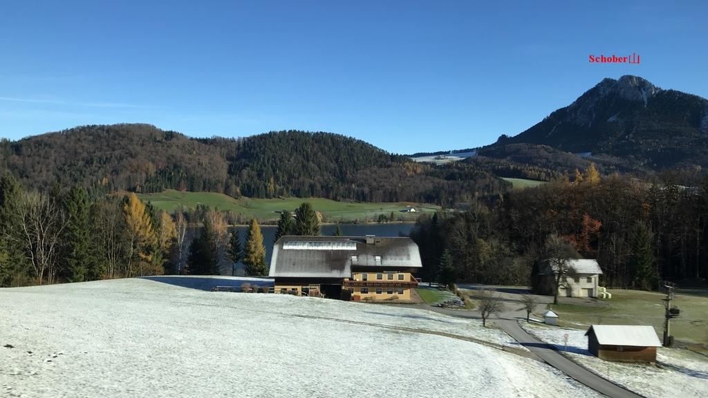 20171115 (6A) 由Salzburg前往哈爾斯塔特(Hallstatt)途中 [Fuschlsee湖--右側是Schober山(H1328m)].jpg