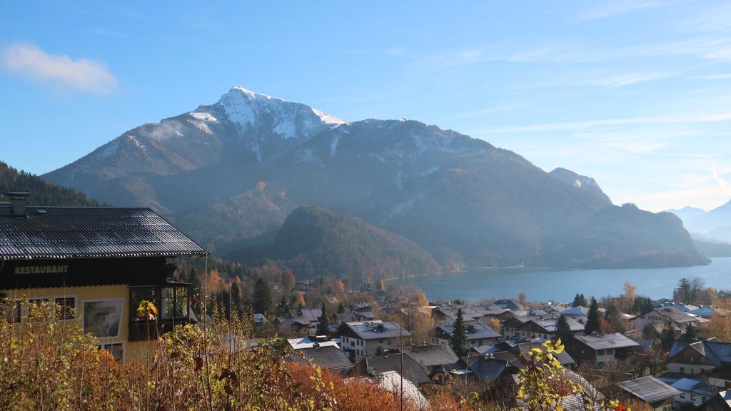 20171115 (15) 由Salzburg前往哈爾斯塔特(Hallstatt)途中 [Saint Gilgen鎮 %26;  Wolfgangsee湖--背景是Schafberg山(H1783m) %26; Teufelhaus山(H1414m)].JPG