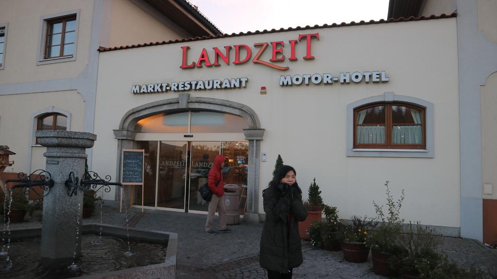 20171114 (131) 前往Salzburg途中 [Landzeit Autobahn 餐廳 (Strengberg鎮)].JPG