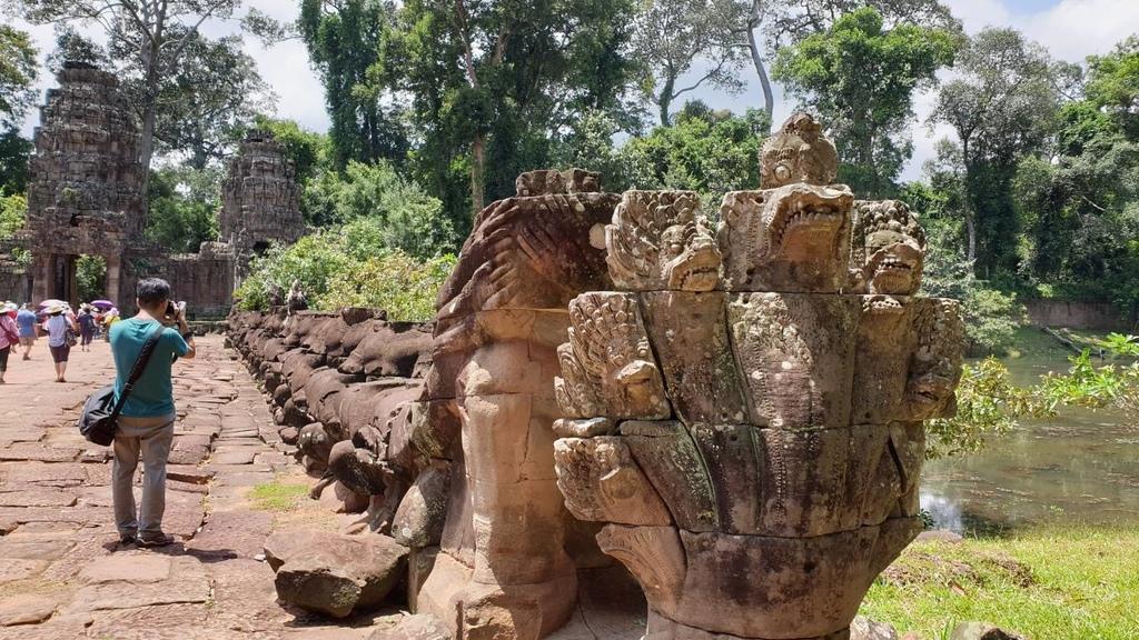 20180911 (227) 橋頭的七頭蛇 [聖劍寺 (Preah Khan)].jpg