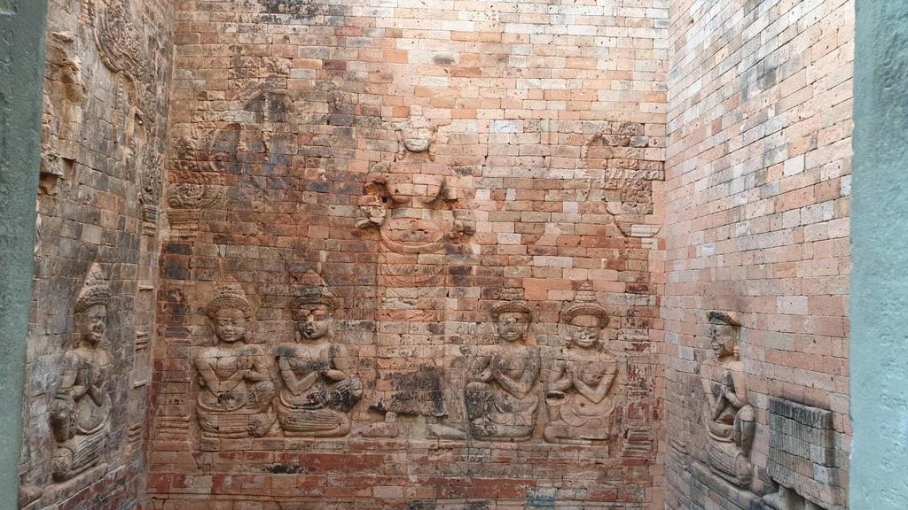 20180911 (300) 毗濕奴神的妻子Lakshmi(吉祥天)的紅磚淺浮雕(Bas-reliefs).jpg