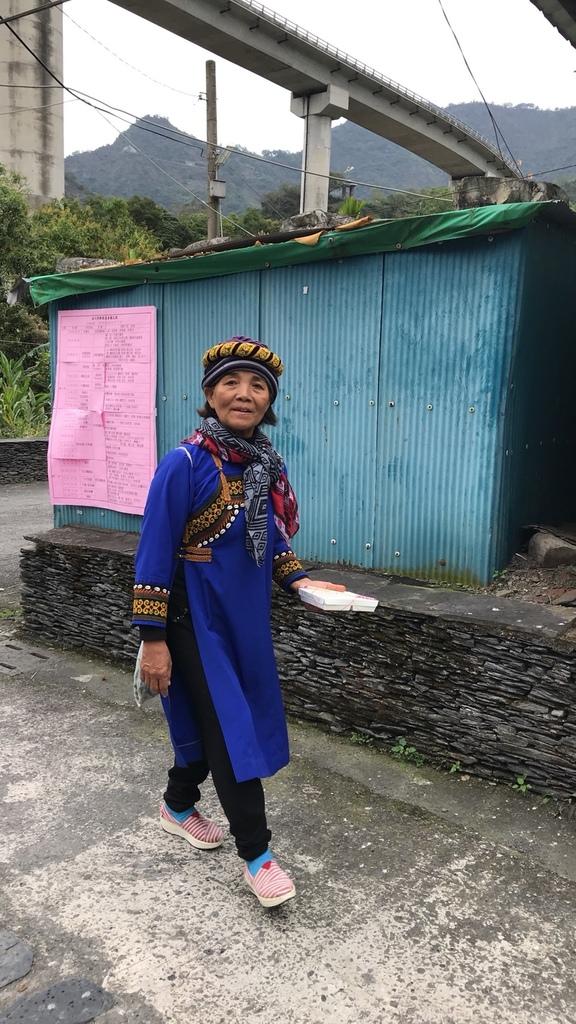 20180216 (75) 伊拉(谷川)部落 [穿著傳統服裝的魯凱族婦女].jpg