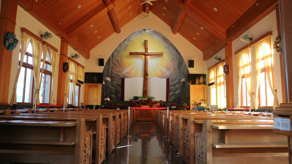 20180217 (80) 霧台基督教長老會教堂2F內部 [亞洲最高的檜木十字架 (高8m)].JPG