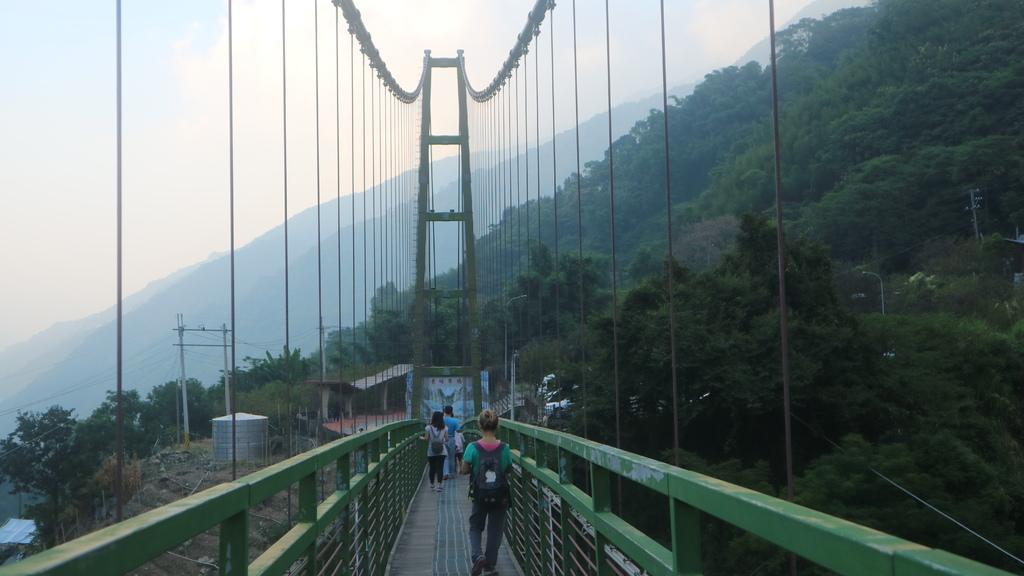 20171007 (162) 背景是東埔吊橋的北端橋柱.JPG