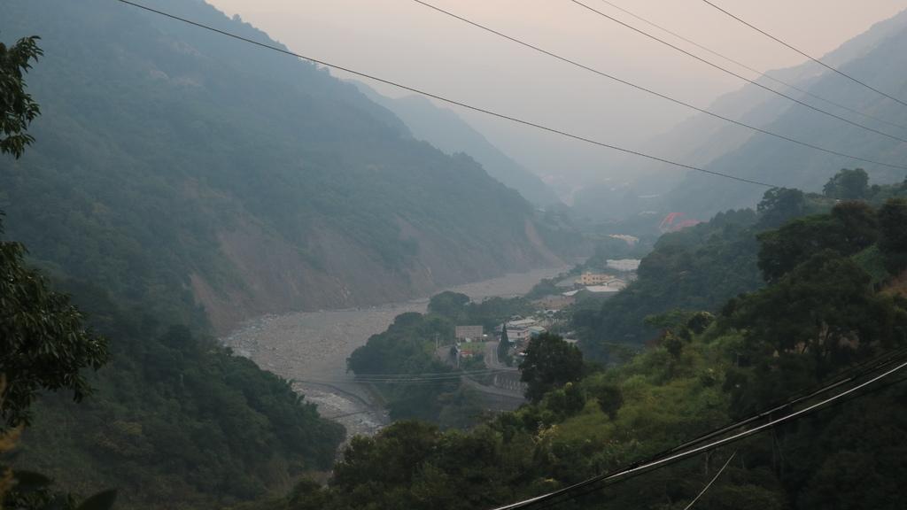 20171007 (173) 由東埔吊橋眺望東埔日月雙橋.JPG