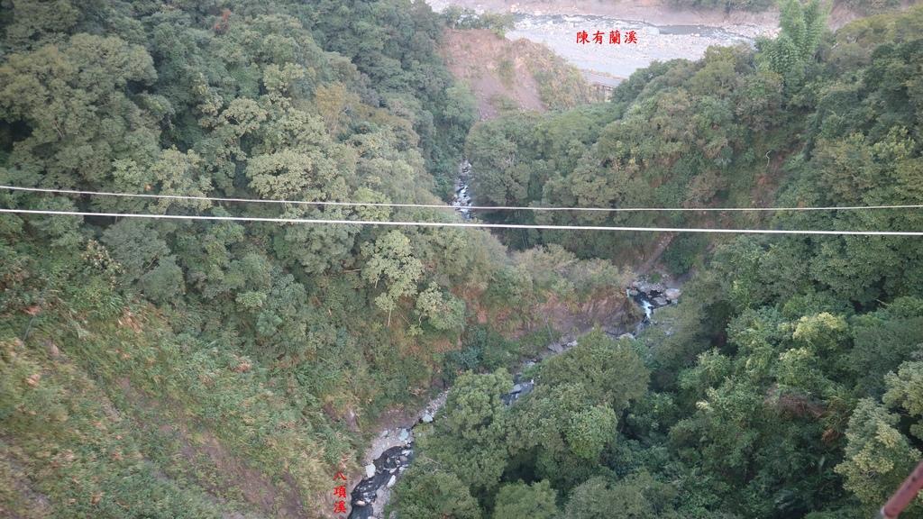 20171007 (185A) 由東埔吊橋俯瞰橋下的八項溪注入陳有蘭溪.JPG