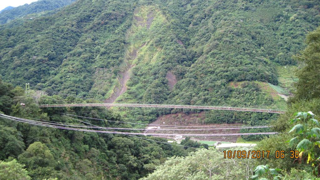 20171007 (95) 由投60鄉道8km處(小蜜蜂的家養蜂場)眺望東埔吊橋.JPG