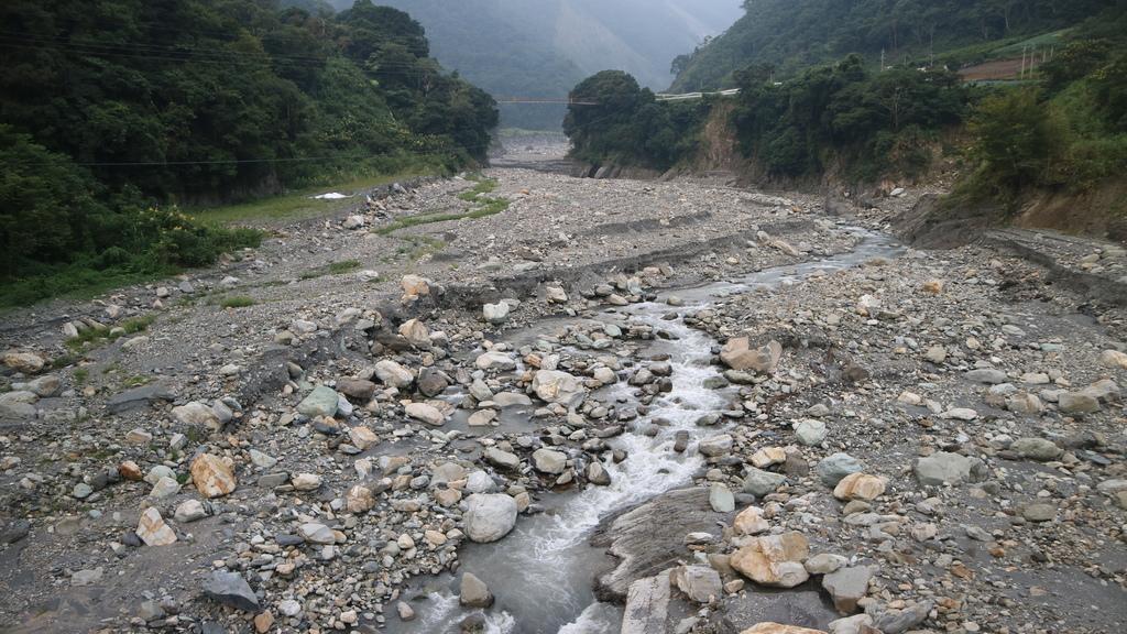 20171007 (195) 沙里仙溪 [遠後方是沙里仙吊橋].JPG