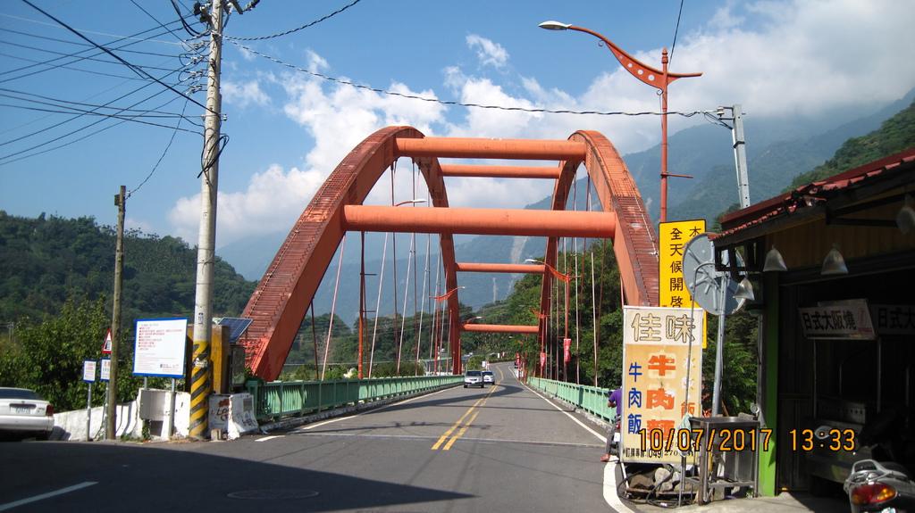 20171007 (1) 跨越陳有蘭溪,連通同富村%26;東埔村的和社橋.JPG