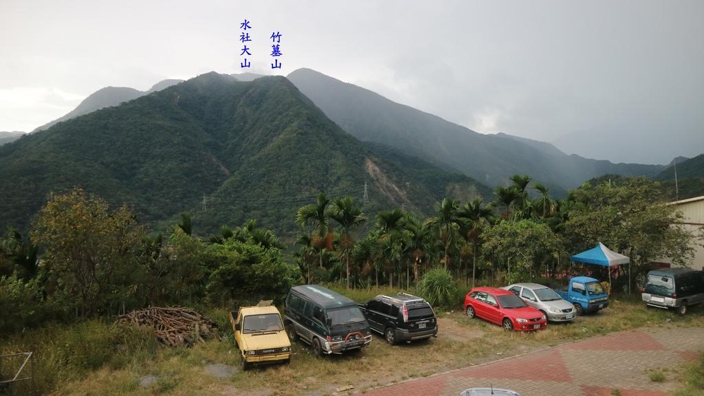 20171008 (336A) 由雙龍(伊曦岸)部落眺望 竹墓山(H1296m) %26; 水社大山(H2059m).JPG