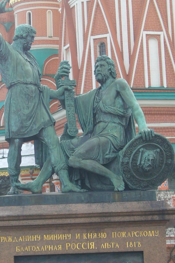 20110328 (10) 蜜寧%26;波查爾斯基大供紀念雕像.JPG
