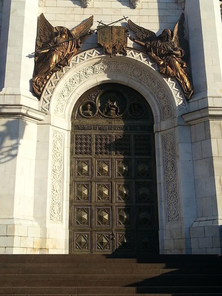 20121111 (60) 基督救主大教堂的左側正門.jpg