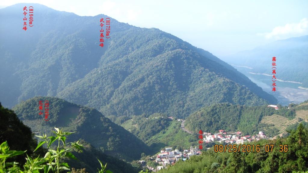 20160825 (9A) 由台甲公路5.3km(五里坡民宿)俯瞰春陽部落%26;霧社水庫.JPG
