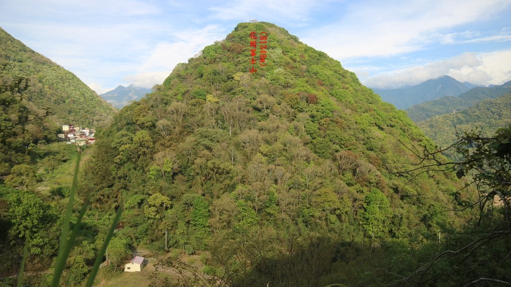 20170401 (4A) 由台14公路82.2km處眺望春陽部落附近的花崗富士山.JPG