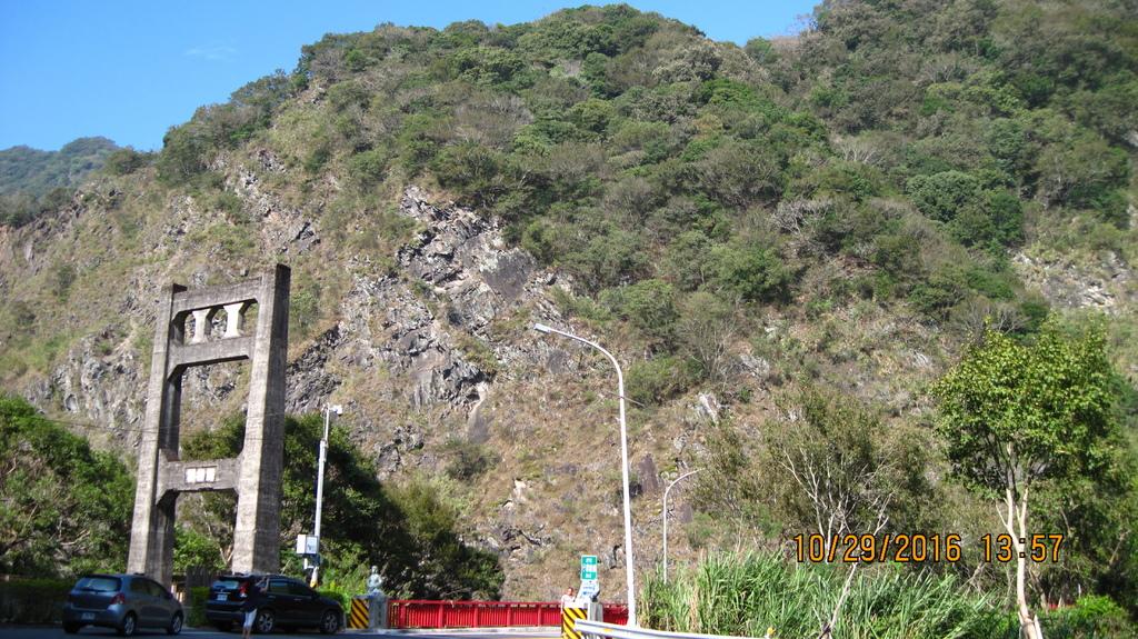 20161029 (31) 台14公路86.2km [舊的鐵線橋 %26; 新的 雲龍橋].JPG