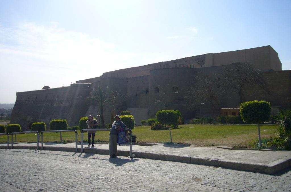 20120211 (14) Citadel城堡區外綠地公園.JPG