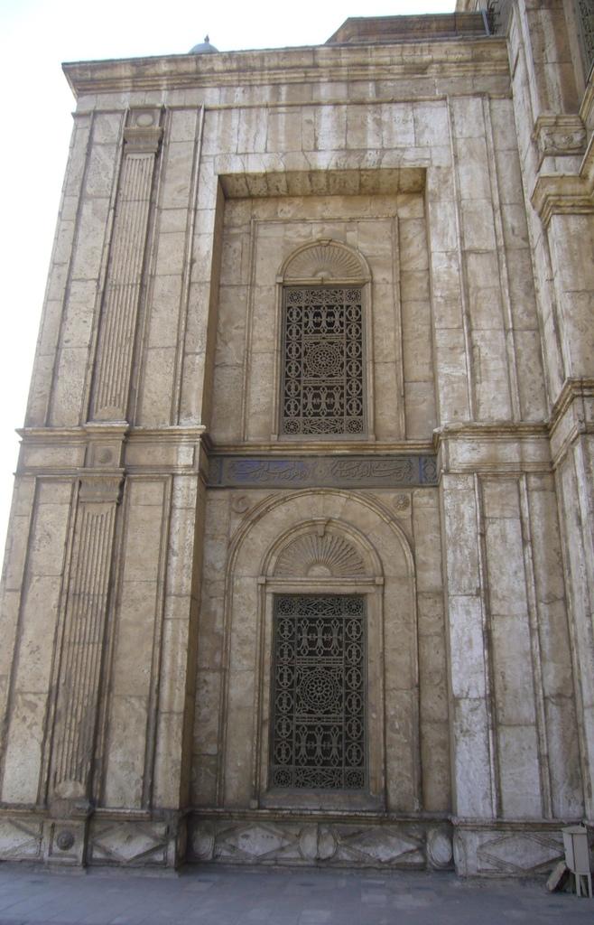 20120211 (190) 開羅Citadel [Mosque of  Muhammad Ali (穆罕默德阿里清真寺 - 外牆的雪花石)].JPG