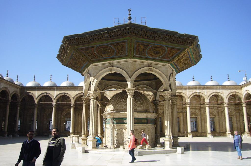 20120211 (76) 穆斯林禮拜時做小淨用的盥洗處 [Mosque of  Muhammad Ali(穆罕默德阿里清真寺)中庭].JPG