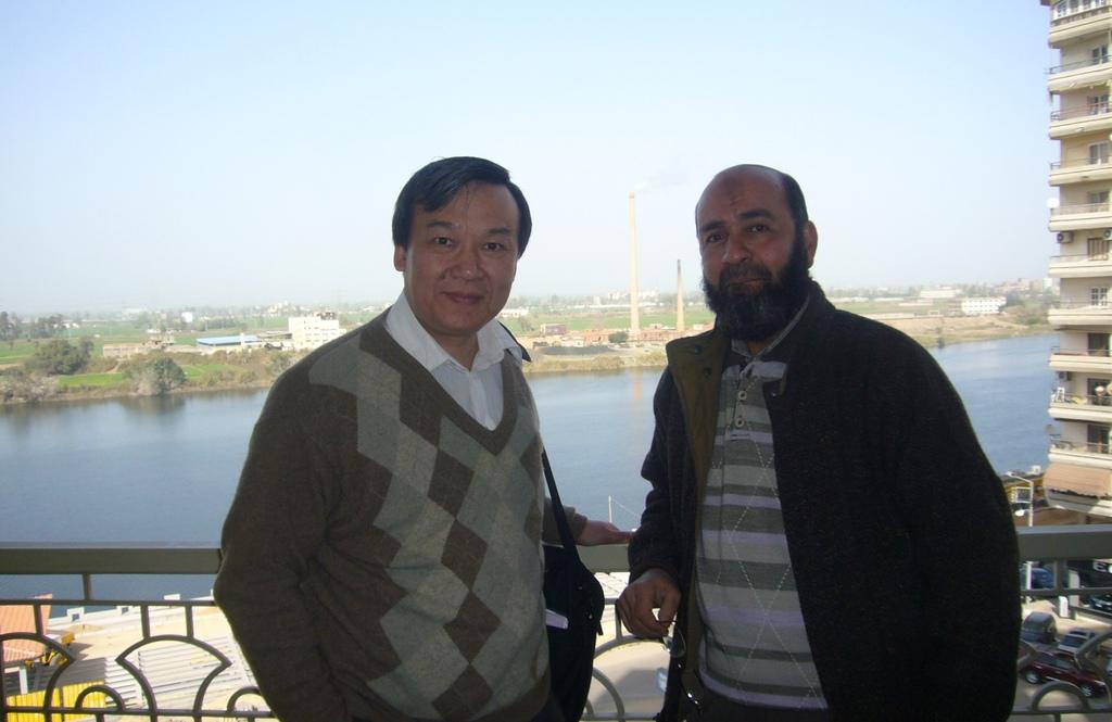 20120208 (10) 與Talat Sharkawy合照 [Mansoura].JPG