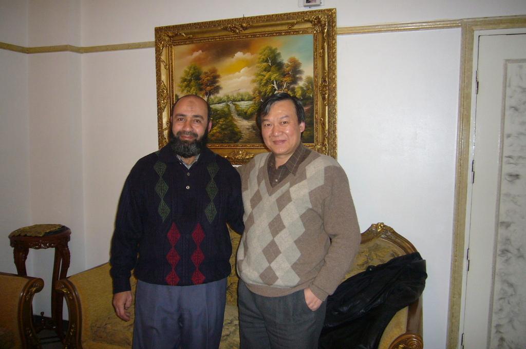 20120208 (138) 與Talat Sharkawy合照 [Mansoura ].JPG