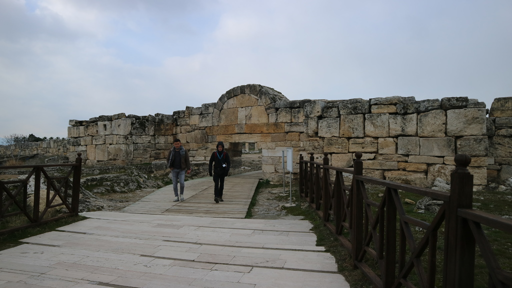 20190108 (24) 希拉波利斯 (Hierapolis) [融合希臘-羅馬-猶太%26;早期基督教文化元素,最後以土耳其的安那托利亞風格展現].JPG
