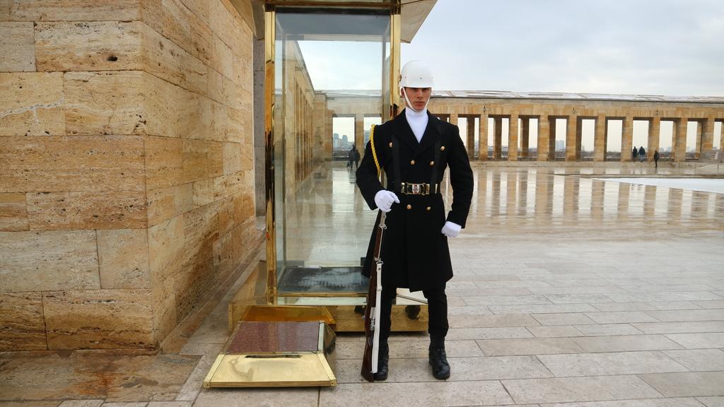 20190212 (62) 凱末爾紀念館內的衛兵.JPG