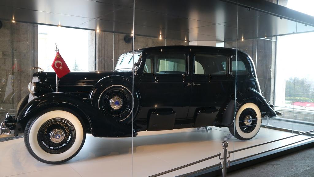 20190212 (86) 凱末爾紀念館的座車.JPG