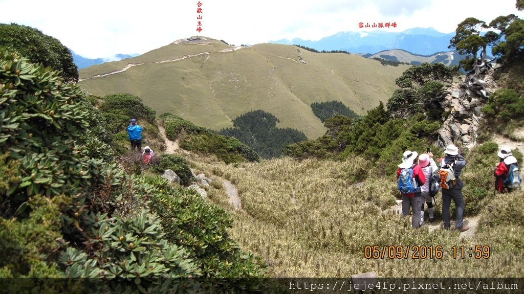 20160509 (158A) 由合歡山東峰頂與假山頭之間眺望.JPG