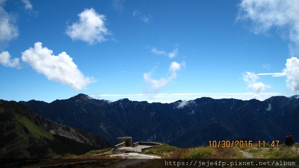 20161030 (71) 由合歡山主峰登山步道眺望奇萊山.JPG