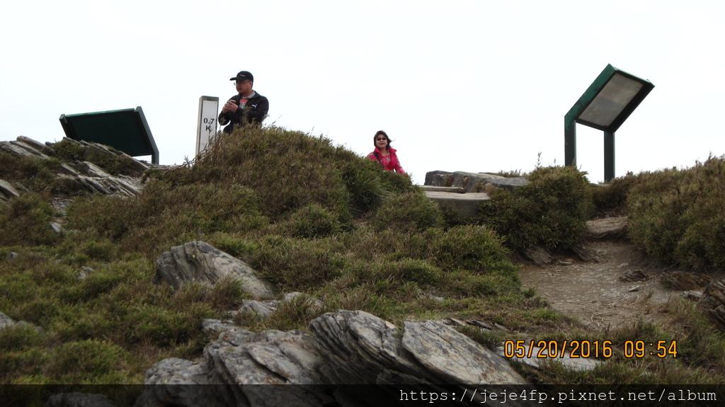 20160520 (142) 由石門山步道0.69km處眺望石門山的山頂.JPG