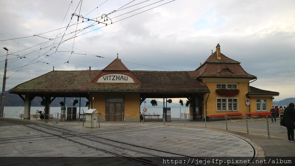20181113 (48) 前往Rigi山途中 [菲茨瑙鎮(Vitznau)].JPG