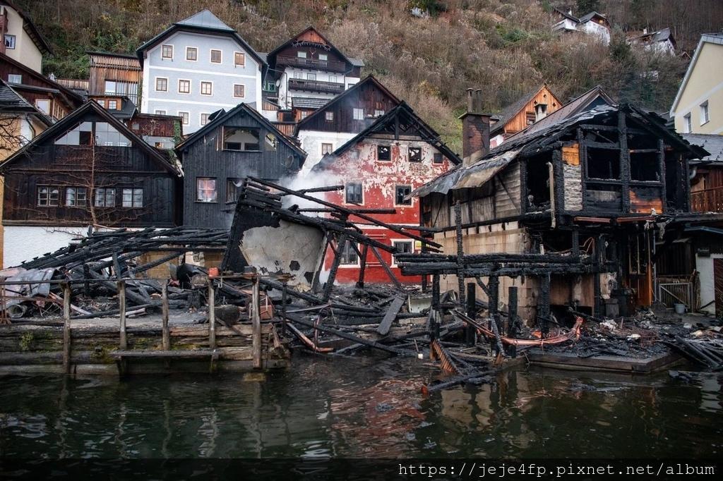 2019-11-30,包括Haus Sarstein旅館在內的4棟建築物遭到祝融之災.jpg