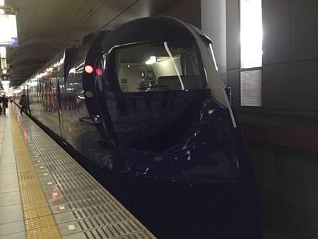 搭上南海電鐵前進大阪市區囉