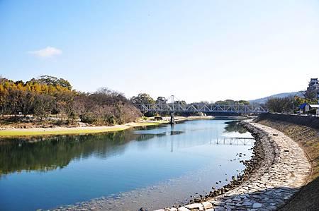 旭川河分隔了岡山城跟後樂園