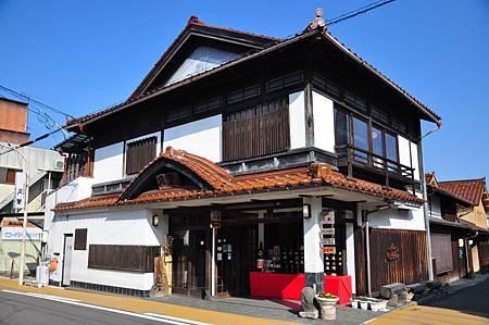 外頭的建築是不是又是超日式的呢?