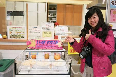 日本人給試吃真的都不手軟,所以今天我們可以梨子呷嘎罷! 在外頭購買門票時,售票員就有提醒我們,儘量品嚐,而且現場也只有我們三個人,真的是吃到大滿足呀!