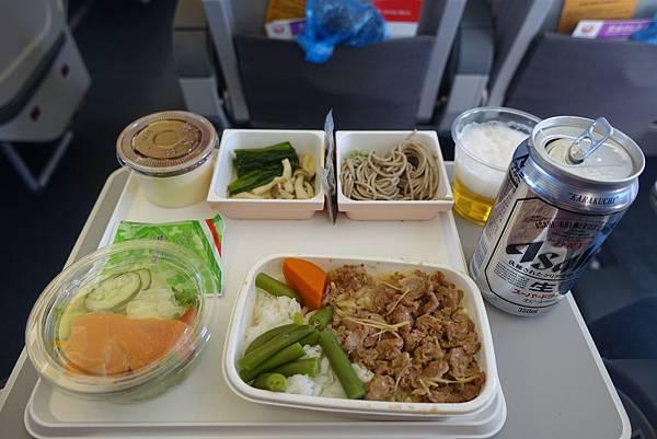飛機餐點,這次居然不是哈根答絲>,<