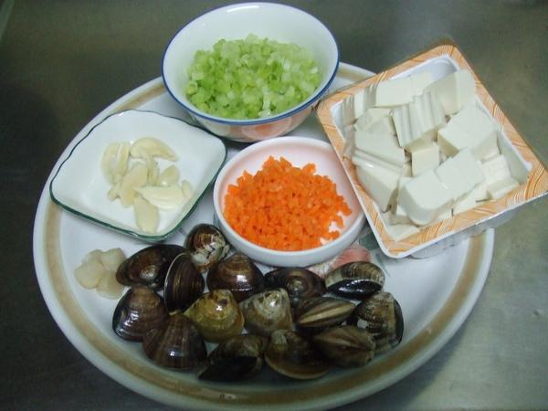 干貝蛤蠣豆腐煲_切好的備料