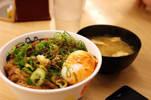 蔥爆牛丼+溫泉蛋