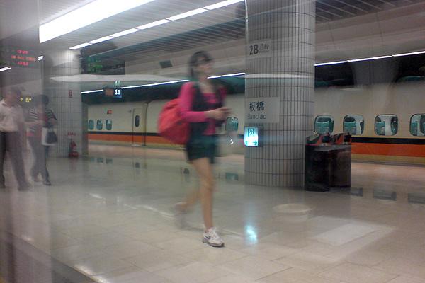 高鐵體驗-板橋站(我真的不是在拍妹)