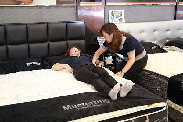 睡眠工藝-床墊試躺3
