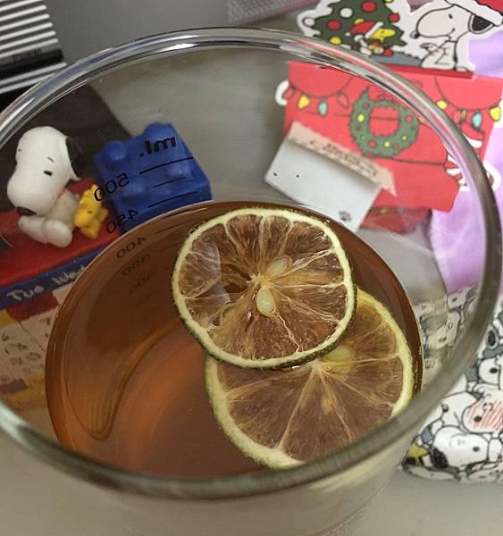 老實農場檸檬香片與檸檬原汁冰磚-檸檬香片泡茶2.jpg