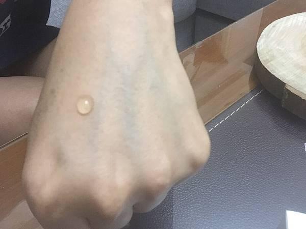 GIS姬愛思的非凡奇肌 玫瑰賦活精華-手部測試1.jpg