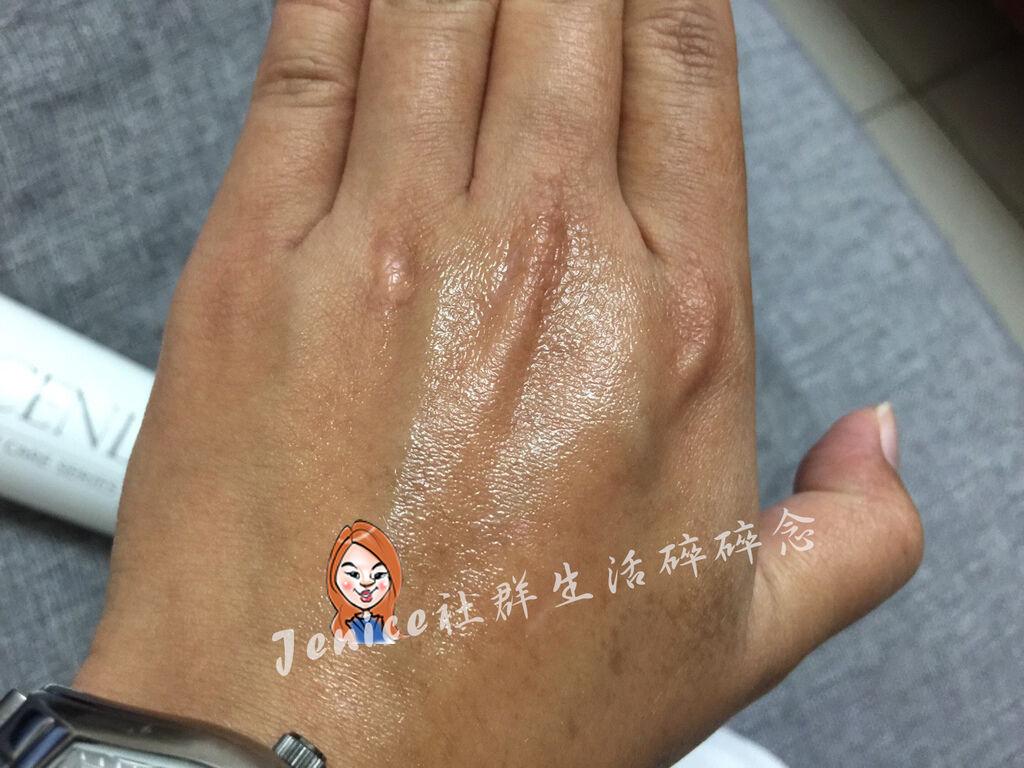 CENLIS 聖黎詩極潤滋養水凝乳_手部示範3.jpg