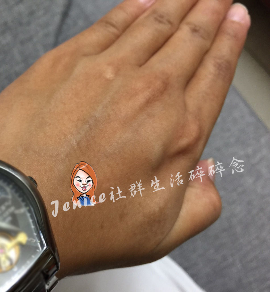 CENLIS 聖黎詩極潤滋養水凝乳_手部示範4.jpg