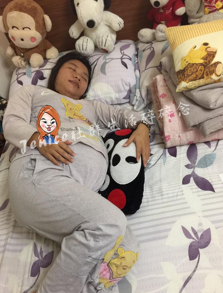 吳媽媽手作月亮枕孕婦枕_使用靠墊1.jpg