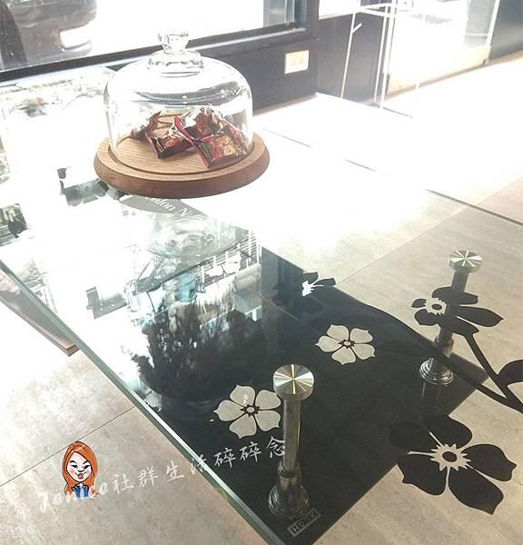 VIF染髮_待客區桌子.jpg